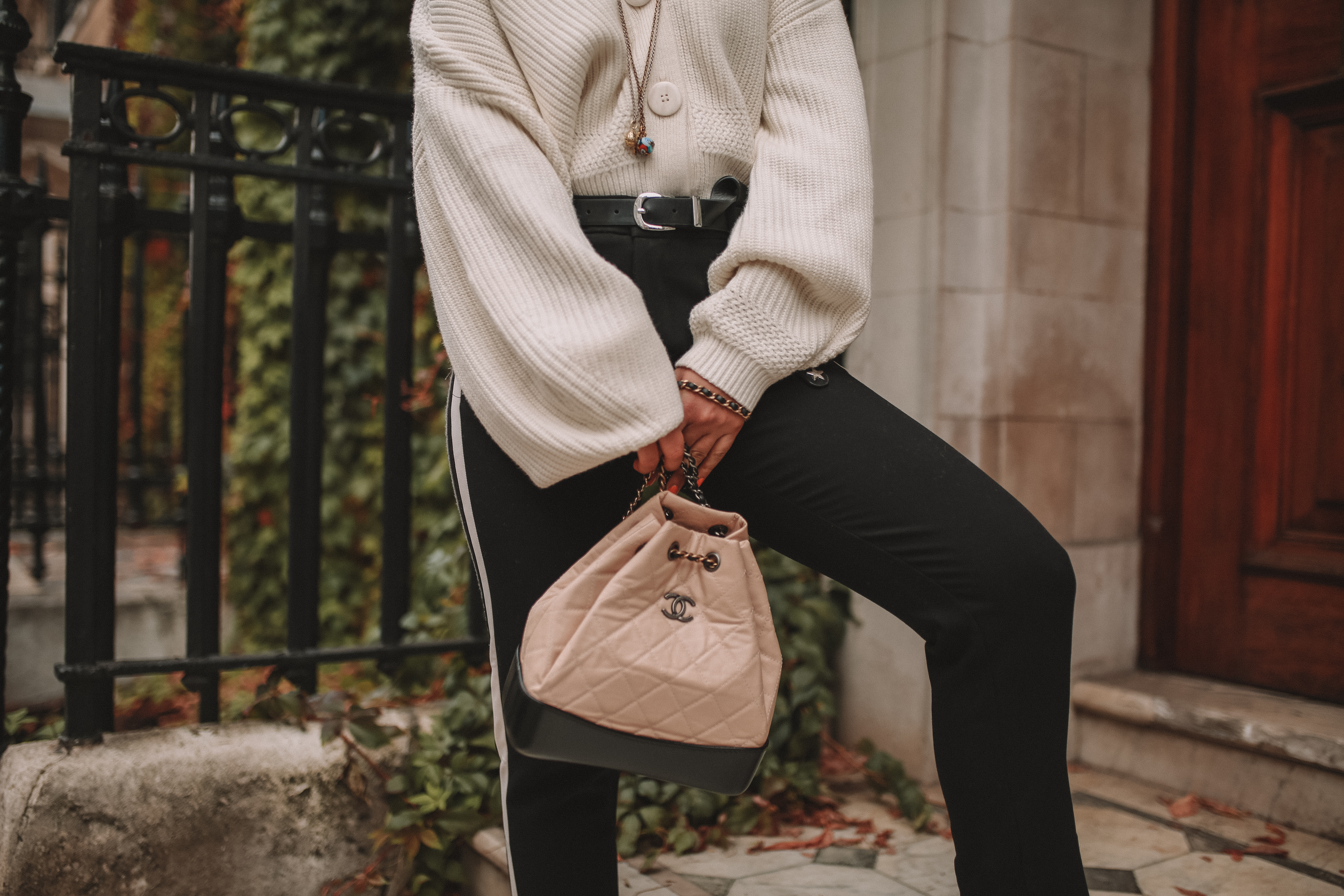 73cc26c5f55 How To Wear Your Favourite Oversized Knit Cardigan This Winter - The Silk  Sneaker